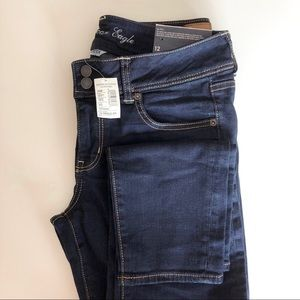 !! NWT !! American Eagle jeans size 12 Skinny crop